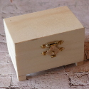Box with feet, hinges & clasp, ply top & base